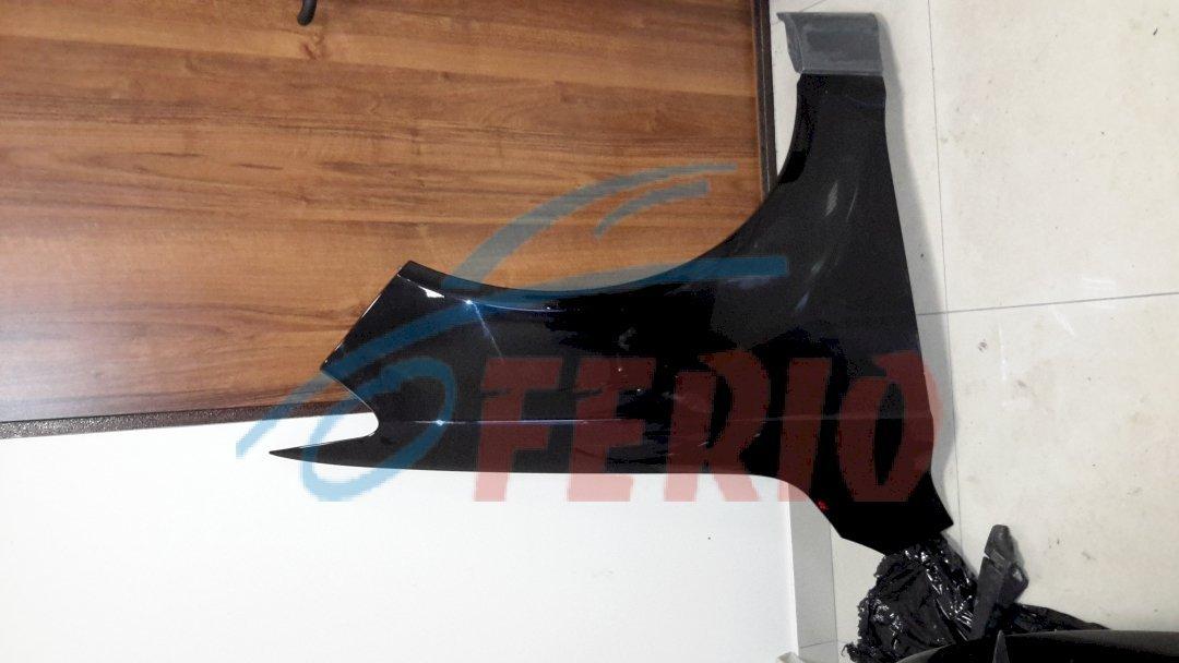 Крылья передние черное правое без дефектов, и серые S-Line   правое и левое без дефектов